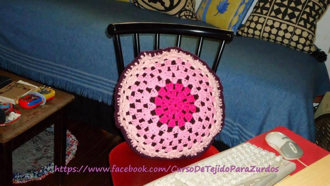 almohadón granny circular tejido al crochet ganchillo para zurdos