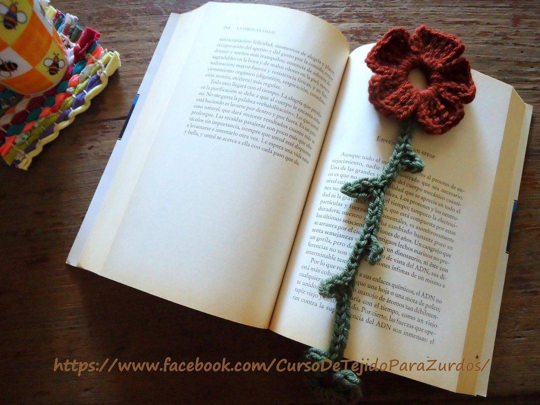 marcapáginas flor tejido al crochet ganchillo para zurdos